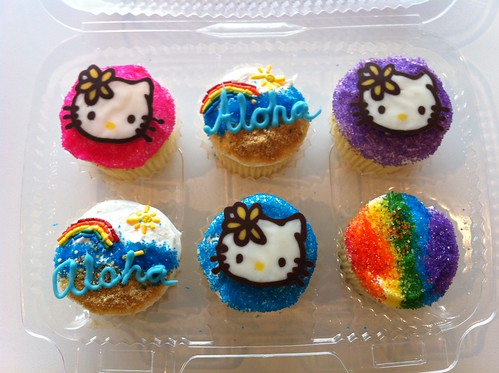 Aloha and Hello Kitty cupcakes by Angel Cakes