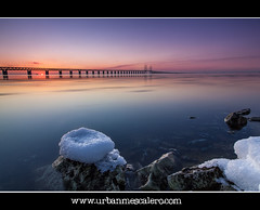 Sunset at resunds/resunds Bridge (UrbanMescalero) Tags: travel bridge blue sunset sea vacation sky sun snow cold reflection ice water colors rock canon copenhagen landscape denmark skne rocks sweden perspective sverige danmark malm kbenhavn 2012 re
