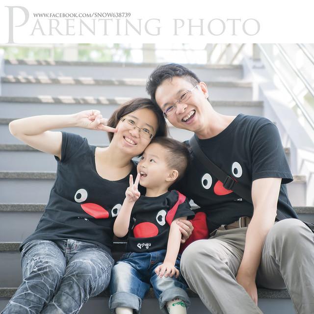 小赫的媽媽很用心 不但特地從高雄北上拍攝 還替全家人準備了很可愛的親子裝 ^^