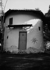 Casa de adobe na comunidade Flor de Ouro, em Alto Paraíso de Goiás