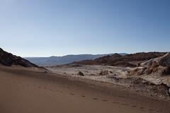 Sand Dune in Valle de la Luna, San Pedro de Atacama, Chile (Luiz Seo) Tags: chile latinamerica americalatina southamerica landscape desert valledelaluna deserto sudamerica sanpedrodeatacama amricadosul valedalua moonvalley canoneos5d desertodoatacama atacamadesert canonef1740mmf4l