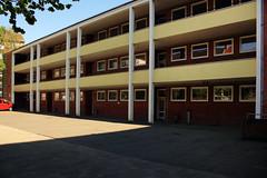 Alte neue Muhliusgrundschule, Kiel (03) (Rüdiger Stehn) Tags: 2016 europa mitteleuropa deutschland germany norddeutschland schleswigholstein 2000er bauwerk profanbau kieldamperhof muhliusschule gebäude canoneos550d 2000s rüdigerstehn kiel