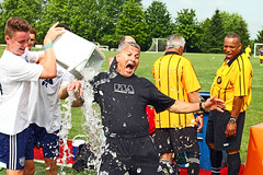IMG_9585 (SJH Foto) Tags: boys water championship coach soccer teenagers teens win favourite pour
