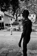 Zagreb 1996 (Alberto Prez Puyal) Tags: old bw sculpture woman silhouette dark 1996 croatia olympus alberto zagreb elder plus hp5 xa ilford threat perez puyal