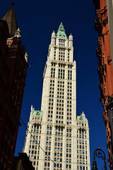 The Woolworth Building (Thomas Roland) Tags: travel usa building tower architecture skyscraper nikon thomas manhattan gothic broadway tourist architect woolworth highrise gilbert neogothic cass gotik trn bygning new york rejse skyskraber iconicbuilding copyright roland