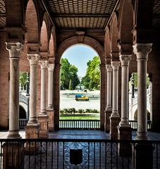 Camion central (campra) Tags: car sevilla spain arch espana camion column portico plazadeespana