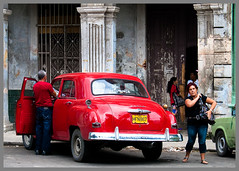 Cuba_Habana_Prado_Red Plymouth (Justinsoul) Tags: voyage leica old trip travel cars car town cuba voiture american habana ville havane amricaine vlux1 justinsoul
