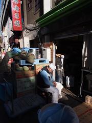 居眠り (がじゅ) Tags: 散歩 御徒町 コック epl2