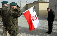 Premier w hodzie polegym onierzom (Kancelaria Premiera) Tags: premier tusk afganistan flaga ghazni wizyta onierze