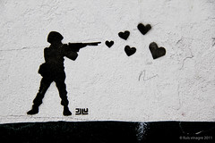 guerra de amor / love war (llus) Tags: streetart love hearts soldier graffiti colombia gun heart amor bogot weapon corazon candelaria soldado arma warisover artecallejero corazones lacandelaria lovewar guerradeamor gi1201