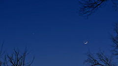 Crescent Moon and Venus (Stephen Little) Tags: moon nature beercan skywatching minolta70210mmf4 minolta70210mm minoltaaf70210mmf4 minoltaaf70210mm sonya55 sonyslta55 slta55 sonyslta55v jstephenlittlejr sonyalphaslta55v