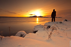 Staring at the Sun. (Gulli Vals) Tags: park travel family flowers winter sunset sky people sun snow water standing canon still europe exposure sundown natur national thingvellir ingvellir montains snjr vetur vatn sk hvnn flk fjll jgarur mygearandme mygearandmepremium gullivals