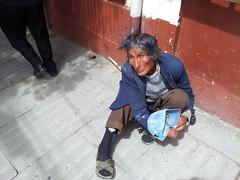 Paz (Joo Varella) Tags: street cidade urban calle day exterior blind poor bolivia ciudad dia urbano rua cor lapaz sapato pedinte bolvia pobreza cego ciego moradorderua deficientefsico