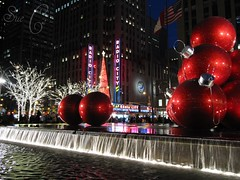 Rockefeller Center - Exxon Building (Sue L C) Tags: newyorkcity fountain manhattan rockefellercenter ornament radiocitymusichall radiocity picnik exxonbuilding 1251avenueoftheamericas giantredornaments