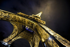 Tour Eiffel (Perolo Orero - www.orerofotografia.com -) Tags: light paris france tower art luz valencia toy photography yahoo google nikon torre photographer arte eiffel manuel nocturna click francia fotgrafo playmobil pero fotografa krop orero orerofotografia wwworerofotografiacom