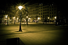 La place Dauphine a mauvaise mine... (Explore) (RVBO) Tags: paris nuit