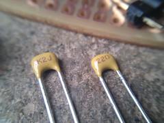 Capacitores de 22uf (arduinolabs) Tags: capacitor arduino standalone