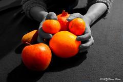 Mani nella frutta (FRENK59) Tags: macro hands mani le