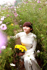 Jinny Nguyen (Ngo Quang Ha) Tags: portrait flower girl beautiful con dung gi vn o chn mygearandme