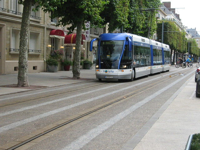 Caens tramway is in fact a modern guided-bus system