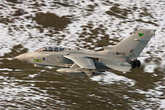 "ZD895 ""Vampire 2"" (PhoenixFlyer2008) Tags: snow speed canon military tornado raf lowlevel panavia gr4 machloop fastjet neilbates airteamcanon"