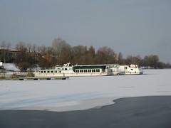 Lago di mezzo ghiacciato (memedesimo) Tags: italien italy snow lago italia mantova neve inverno mn lombardia italie mantua ghiaccio lombardy lombardei mantoue acquawater