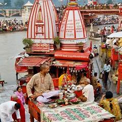 Hardwar, Haridwar, ghat_along-the-GANGES, India, Inde (leonlagben) Tags: india pilgrimage ki ganga har ganges ghat haridwar hardwar uttarakhand pauri haridwa harkipairi flickrtravelaward vision:outdoor=0745 alongthegange