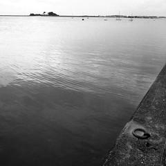 anneau amarrage (Jean Christophe Rollet) Tags: sea mer brittany pierre bretagne mole bateau jete finistre sailingboat stpoldelon baiedemorlaix