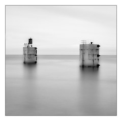 Torness 3 (Dougie Williams) Tags: longexposure blackandwhite black beach landscape scotland horizon lee eastlothian longexposures torness bythesea digitalcameraclub skateraw blackwhitephotos bigstopper nd10stop leebigstopper landscapephotographymagazine musselburghcameraclub