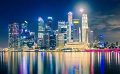 Moonlight over Singapore (Sebastian (sibbiblue)) Tags: sunset skyline 35mm singapore halfmoon fullertonhotel marinabay 35mmafsdx nikond7000