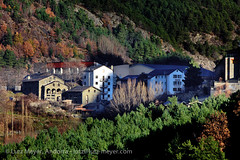 Vall nord, Andorra, Pyrenees (lutzmeyer) Tags: november autumn rural photography photo europe novembre foto fotografie dorf village image herbst pueblo picture 300mm noviembre valley below baixa bild unten andorra imagen pyrenees tal iberia pirineos pirineus tardor iberianpeninsula parroquia pyrenen otono poble vallnord anyos imatge lamassana iberischehalbinsel aldosa laldosa lamassanaparroquia