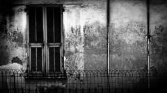 Window in Nice, France 3/4 2009. (photoola) Tags: blackandwhite bw france window monochrome ventana nice frankreich fenster finestra francia fenêtre sv フランス frankrike okno fönster svartvitt ikkuna окно ウィンドウ francja ranska франция önster photoola