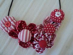 Colar de Fuxicos (Craftmania) Tags: flores fuxico colares tecidos