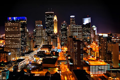 minneapolis downtown night (Dan Anderson (dead camera, RIP)) Tags: city roof urban minnesota architecture night buildings downtown view minneapolis twincities mn downtownminneapolis minneapolisskyline minneapolisatnight marquettplace bestviewofdowntownminneapolis bestviewofminneapolis coolcorporateheadquarters