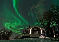 The Ski Hut under the Northern light (Per Ivar Somby) Tags: house cabin nightshot auroraborealis troms nordlys northernlight skihut skihytta tromsya polarlight polarlys arcticlight