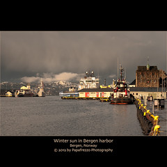 Winter sun in Bergen harbor (Papafrezzo, 2007-2015 by www.papafrezzo.com) Tags: red cloud white mountain snow water yellow norway port harbor vessel quay line bergen leading bryggen 2012 rosenkrantz gi