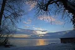 Blue morning in January (Renate Dodell) Tags: morning blue schnee winter light cloud lake snow reflection tree water silhouette sunrise see licht wasser htte january wolke hut blau bume sonnenaufgang morgen spiegelung baum januar starnbergersee 2012 reflektion seeseiten wrmsee dorenawm