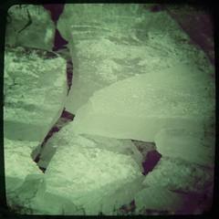 Bizarre Eis- und Schneelandschaft