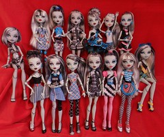 the frankies (Laila X) Tags: original blackandwhite beach monster out dead skull high uniform doll dolls classroom sweet frankie 1600 tired scream gb gloom schools shores stein mattel dt sdcc dotd fearleader dawnofthedance dayatthemaul