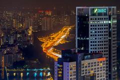 Singapore (Edi Bhler) Tags: building facade structure highrise bauwerk gebude berdendchern fassade hochhaus schriftzug lightsinthedark 28300mmf3556 erhht nikond800 lichterstreifenvonautos lichterimdunkeln aufgebude lightlinecars