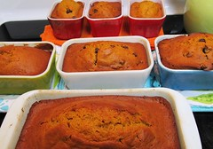 Pumpkin bread in vintage Pyrex (AquaOwl) Tags: verde primary pyrex 501 502 pumpkinbread vintagepyrex refrigeratordish fridgies