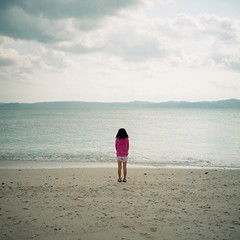 sea*good bye, 2011! (miki**) Tags: pink sea 120 girl japan one okinawa  1224  rolleiflex35f