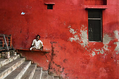 @ Varanasi - India (Arun Titan) Tags: poverty road street travel india wall canon photography graffiti photo flickr village child photos availablelight ambientlight streetphotography naturallight 7d varanasi roadside redwall wallpainting arun kasi northindia ambientlighting travelphotography humanexpression arunkumar arunr povertyinindia canon18135 canon7d colorofindia mg7465 arun4884 aruntitan