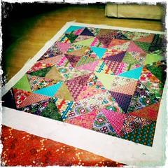 Jahnavi's quilt, basting (MissRiain) Tags: basting robertkaufman modernquilt halfsquaretriangles glamgarden
