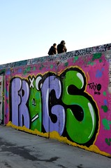 a colorful discussion , graffiti town (dimitra_milaiou) Tags: world life street city friends 2 two sky people color colour green smile wall painting happy graffiti design town sketch nikon couple europe paint handmade d text letters joy happiness athens greece thoughts alive draw talking athena 90 athina dimitra d90 linescurves faliro φιλοι αθηνα palaio ελλαδα δυο γκραφιτι δημητρα milaiou μηλαιου
