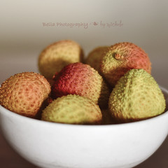 A bowl of lychees (oneworldmj) Tags: fruit bowl tropical lychee lichee lycheenuts