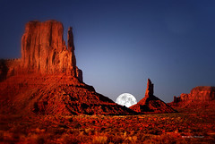 Somewhere In The Night (Aspenbreeze) Tags: moon night utah monumentvalley rockformations bestcapturesaoi aspenbreeze fleursetpaysages elitegalleryaoi