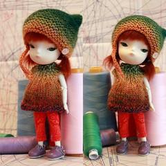 Kitty Set Grün (*blythe-berlin*) Tags: hat person dress ella knitted sets mütze 08 sewn gestrickt kleid secretdoll leggins threepart genäht dollsfashion 3teilig puppenmode dollily