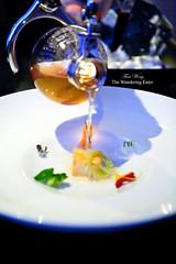 Pouring the dashi soup for 7th course: Scallop (thewanderingeater) Tags: chicago illinois lincolnpark finedining tastingmenu alinea grantachatz tastingdinner progressiveamericanfood 3michelinrestaurant 35hourlongdinner