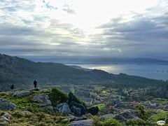 En lo alto del monte O Facho hacia Cangas y Toralla (juantiagues) Tags: pontevedra cangas donón ofacho juanmejuto juantiagués